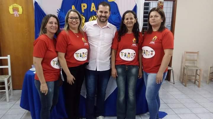 EXECUTIVO PARTICIPA DAS COMEMORAÇÕES DO ANIVERSÁRIO DA APAE